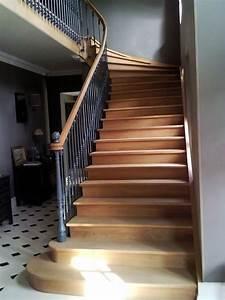 Tr U00e8s Bel Escalier En Bois De Style Ancien Avec Marches