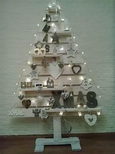 Weihnachtsbaum Aus Holzlatten : 25 einzigartige palette weihnachtsbaum ideen auf pinterest holz weihnachtsbaum h lzene ~ Markanthonyermac.com Haus und Dekorationen