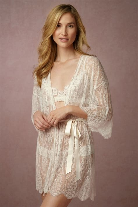 robe de chambre dentelle bhldn 39 leandra 39 lace bridal robe aisle society