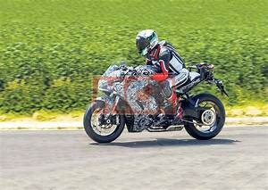 Ducati Supersport 939 : ducati supersport 939 spied mcn ~ Medecine-chirurgie-esthetiques.com Avis de Voitures