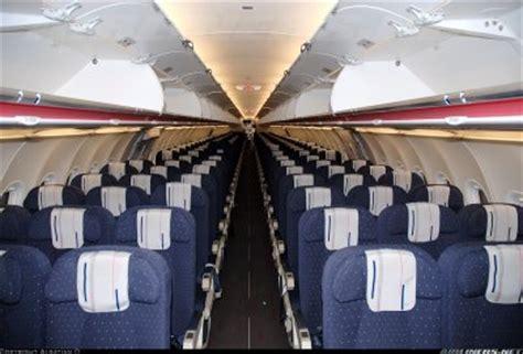 l interieure de notre avion avec la conpagnie air airbus a321 de bleu colombe