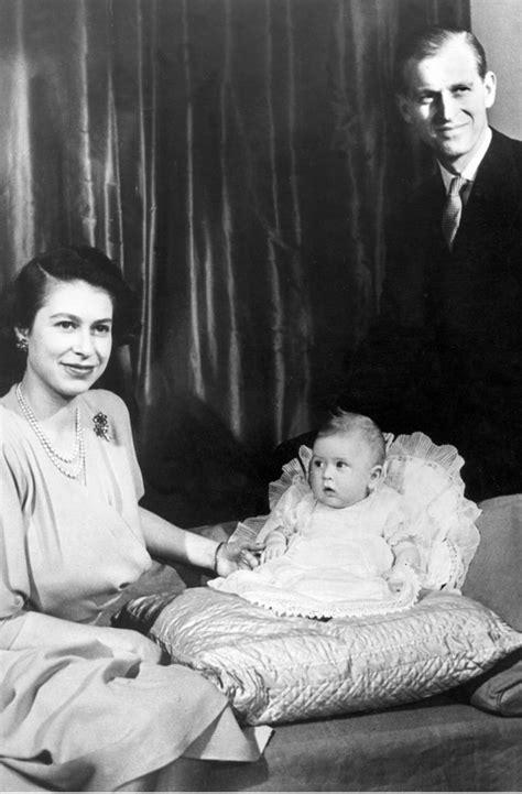 Born 21 april 1926) is queen of the united kingdom and 15 other commonwealth realms. Zwischen diesen Bildern liegen fast 80 Jahre: Prinzessin ...