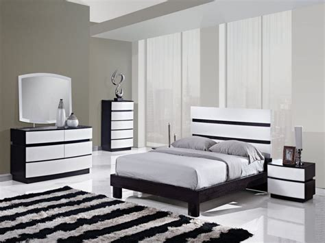 Bedroom Black And White Color by Wood Bedroom Furniture Sets Black And White Bedrooms