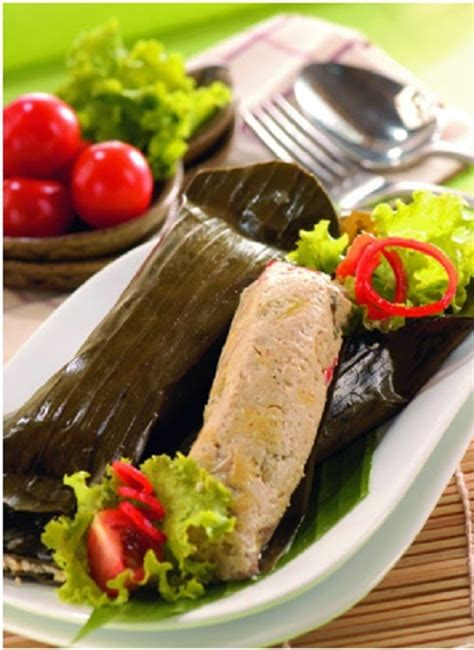 Siapkan daun singkong, beri campuran daging ikan lalu bungkus rapi dengan daun singkong. Cara Membuat Pepes Tahu Pedas Nikmat Dan Mudah | Sajian Bunda