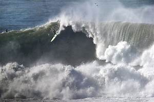 30-foot waves could hit Mavericks this weekend - SFGate