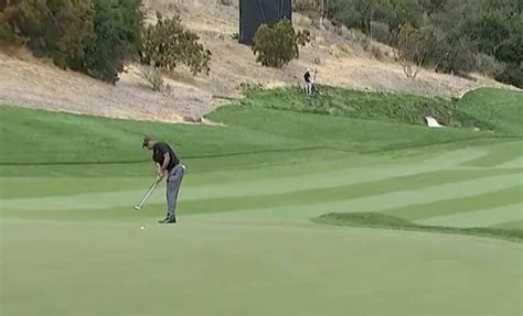 Even Tiger Woods couldn't believe this 87(!)-foot putt went in