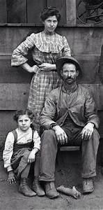 U.S. Farm family in Tulare County in central California ...