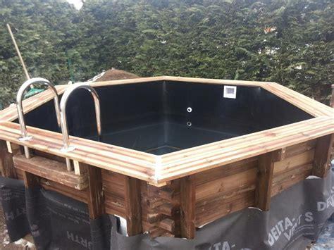 piscine en bois hexagonale semi enterree liner noir