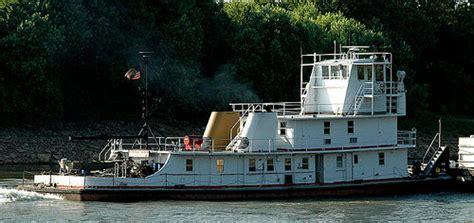 Tow Boat Jobs Paducah Ky by On The Ohio River Tow Boat Along The Ohio River East Of