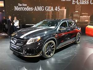 Mercedes 45 Amg : facelifted mercedes amg gla 45 with performance studio package is just being itself carscoops ~ Maxctalentgroup.com Avis de Voitures