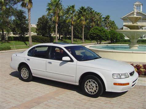 1995 Nissan Maxima Photos, Informations, Articles