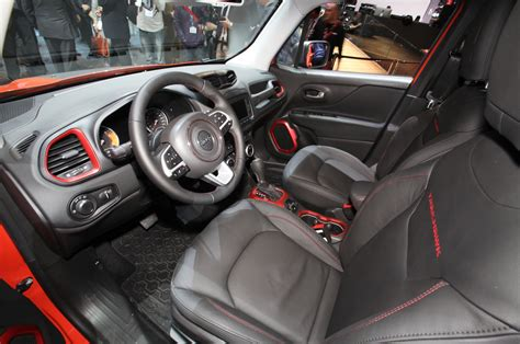 jeep trailhawk 2015 interior aceleramos jeep renegade justifica a sigla suv e oferece