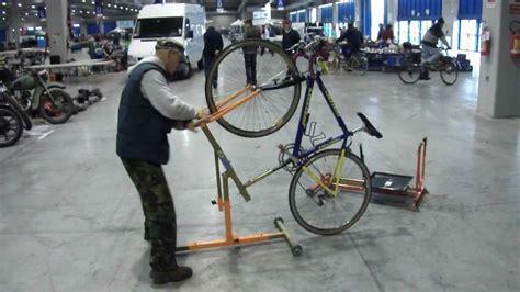 piedistallo per bici 090 cavalletto issof per bici corsa e mtb pre regolabile