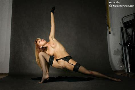 Nude Contortion Hottie Bends Her Flexible Body In Sexy