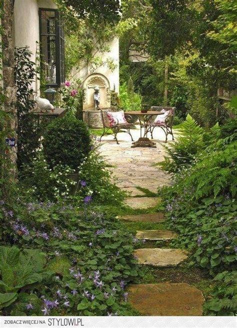 inspiring tuscan courtyards photo 17 best ideas about italian garden on italian