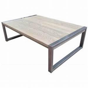 Une table de sallle a manger sobre et foncierement for Meuble cuisine pour studio 13 table industrielle moderne chene et metal pieds en x de 4