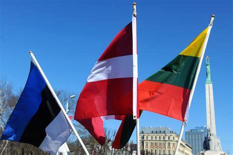 Ekonomiskajā attīstībā un tautas labklājībā Latvija arvien ...