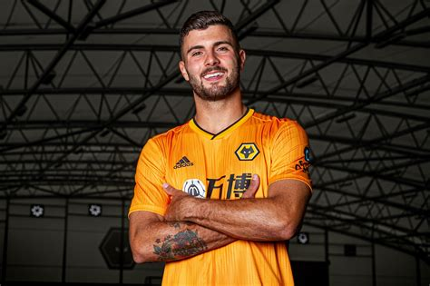 wolves sign italy striker cutrone