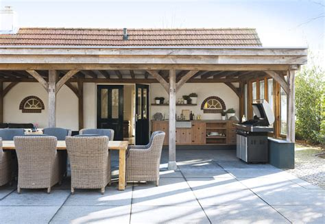 Covered Patio Ideas and Outdoor Kitchen Designs
