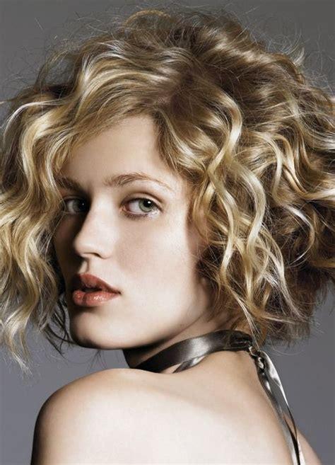 70 самых красивых стрижек для вьющихся волос