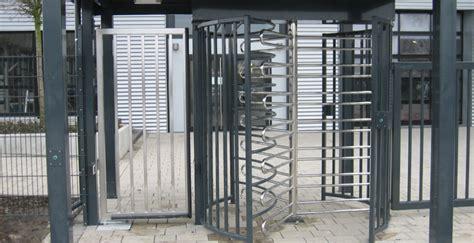 Das Tor Alles Ueber Die Oeffnung Im Zaun by Industriel 246 Sungen Z 228 Une Tore Zugangskontrolle Draht