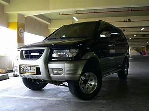 2002 Isuzu Panther - Pictures