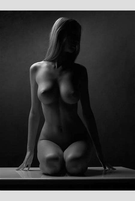 Black and white photos of a naked body by Waclaw Wantuch (39 pics) | Erooups.com