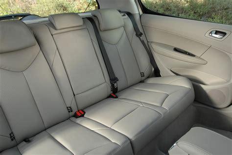 siege 308 sw 4 enfants dans une voiture compacte à petit budget les