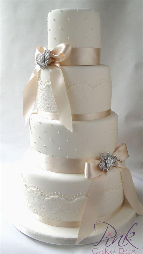 ivory wedding cakes   pink cake box