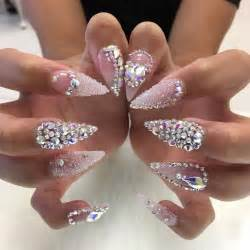 About stiletto nail art on acrylic