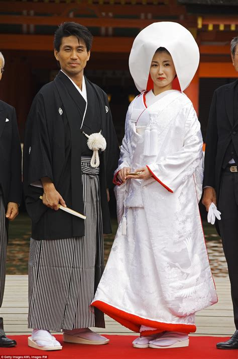Traditional Japanese Wedding Kimono by Beautiful Pictures Show How Traditional Weddings Look