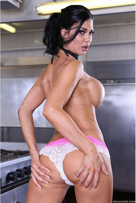Hot chef Jasmine Jae gets fucked hard in the kitchen Picture 06