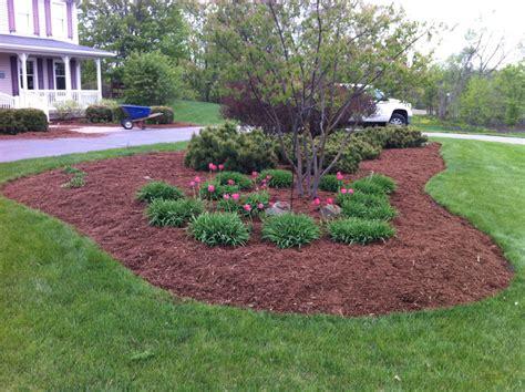 when to mulch flower beds in best mulch for flower beds landscaping backyards ideas best mulch for flower beds in alabama
