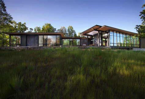 modern lake house opens   blue ridge mountains