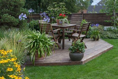 Gartensitzplatz Kies Anlegenein Sitzplatz Im Garten