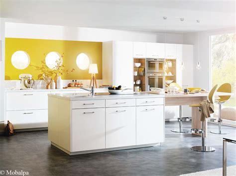 cuisine blanc meuble blanc quelle couleur pour les murs daiit com