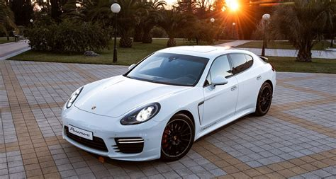 white porsche maria sharapova rocking gorgeous white 2014 porsche