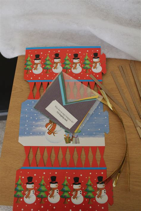 make your own christmas crackers pk06 bright ideas crafts