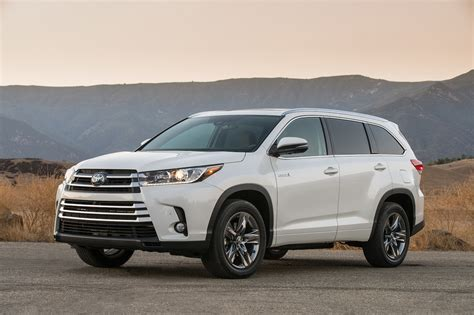 toyota highlander 2017 toyota highlander 8 things to know motor trend