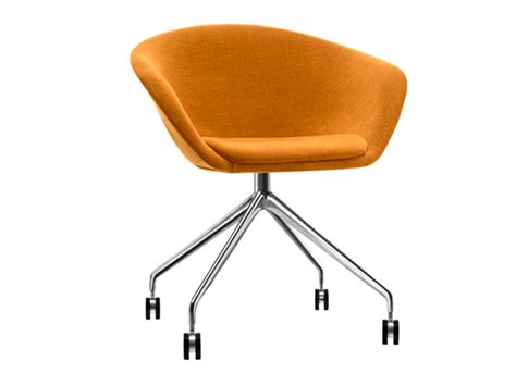 fauteuil a roulettes duna petit fauteuil 224 roulettes by arper design lievore altherr molina