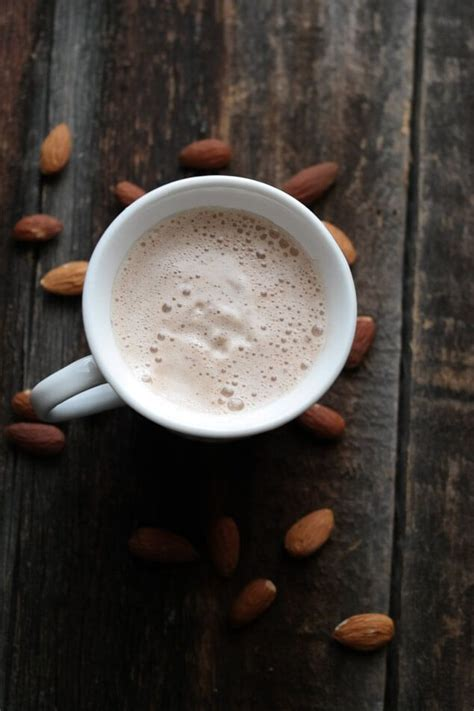 It is an alternative to coffee and coffee drinks, because black tea contains caffeine. This healthy chai latte is easy to make 100% raw and is a great caffeine free alternative to the ...