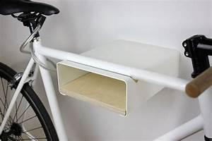 Halter Für Regalböden : urban zweirad designer fahrradwandhalterung f r das rennrad aus metall mit holzboden shop ~ Markanthonyermac.com Haus und Dekorationen