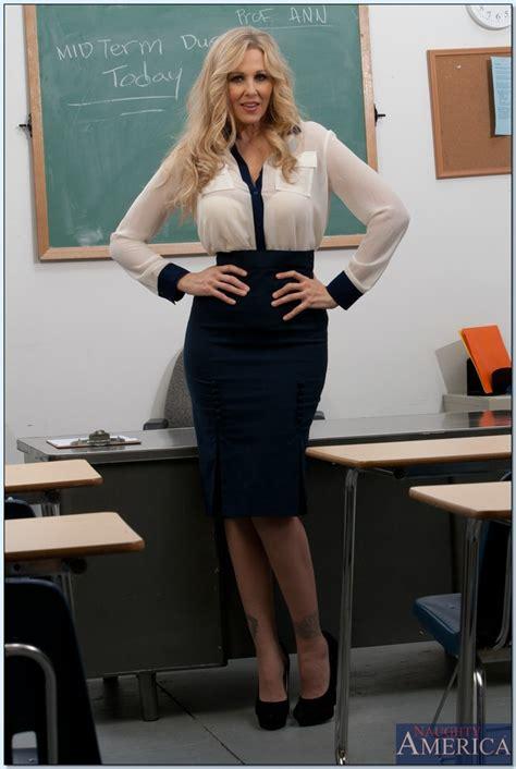 Milf Teacher Babe Julia Ann Shows Her Amazing Body In The