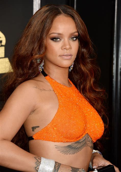 Rihanna on Red Carpet ? GRAMMY Awards in Los Angeles 2/12