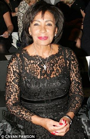 performer wrongly announces shirley bassey death