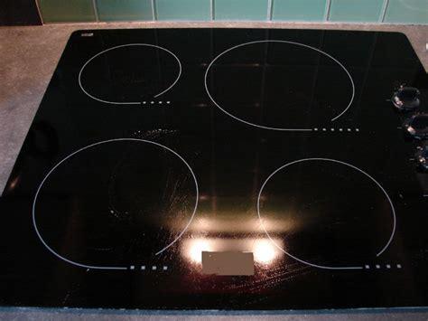 plaque electrique cuisine nettoyer sa plaque vitroceramique 28 images nettoyer