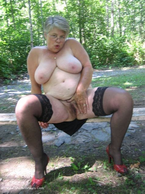 Girdlegoddess Milf In The Woods