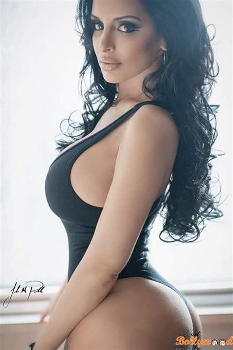Tehmeena Afzal : Biography, wiki, age, height, bikini