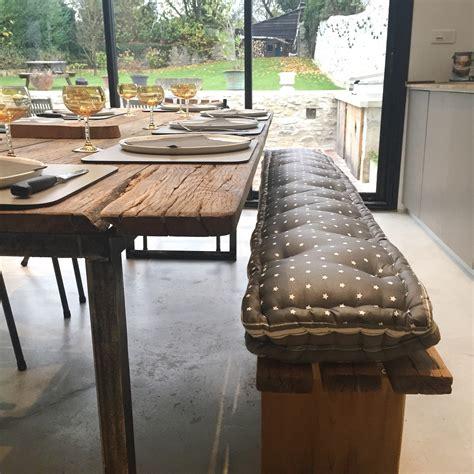 table de cuisine avec banc coussins sur mesure pour banc et banquette