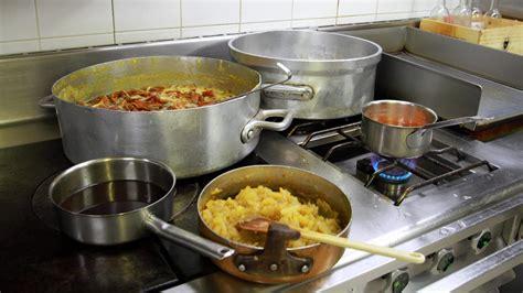 apprendre la cuisine allier un atelier pour apprendre les bases de la cuisine